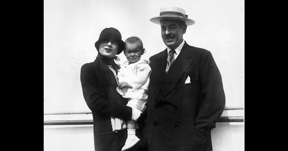 Gloria Vanderbilt as baby with her father and mother