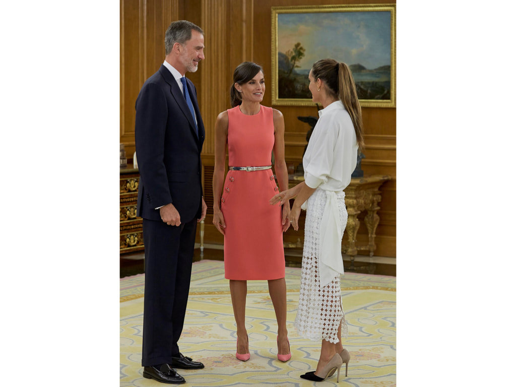 Letizia in Michael Kors sheath dress with button detailing and a thin metallic belt, which she paired with Magrit shoes.