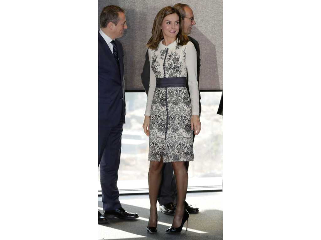 Letizia in Felipe Varela black and white dress at the Prize for Magistral Action in Madrid, December 2017