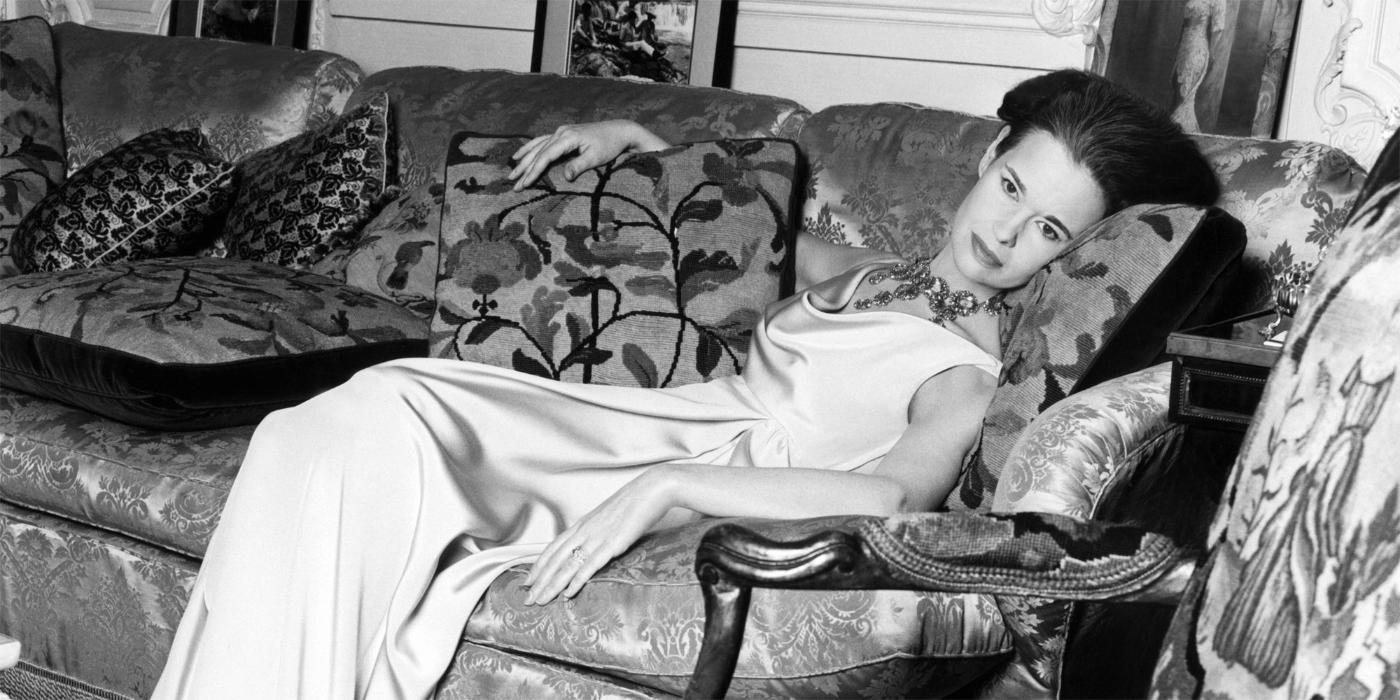 Gloria Vanderbilt, sister of Thelma Furness (ex-lover of King Edward VIII) died of stomach cancer