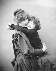 The most elegant Irish man Oscar Wilde´s wife Constance and their son Cyril 1889