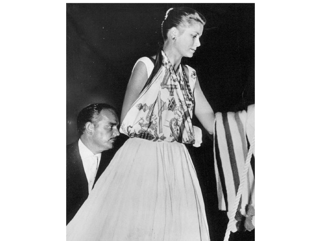 Grace Kelly uses a Hermès silk scarf as a sling for her broken arm, 1956