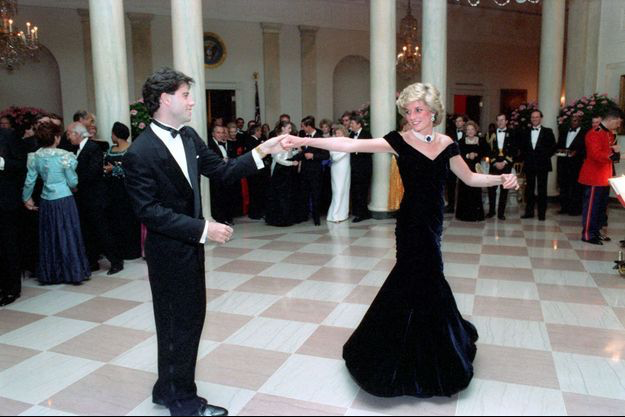 Princess Diana in midnight blue velvet dress designed by Victor Edelstein dancing with American actor John Travolta, 9 November 1985