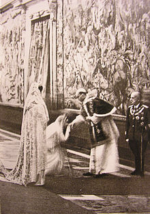 Queen Helena of Italy and Princess Marie-José dressed in white during Pope Pius XII's visit to the Quirinal Palace.