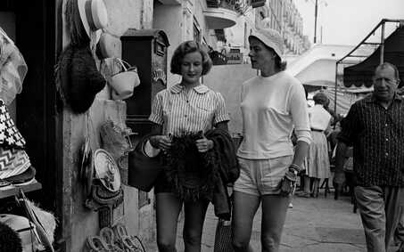 Ingrid Bergman with her daughter  Pia Lindstrom in Capri in the 1950s Credit: Getty