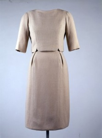 Jackie Kennedy´s Inauguration ceremony day dress of beige wool crepe with round necked over blouse with notched details and 3 quarter lenghth sleeve, designed by Oleg Cassini, 20 January 1961