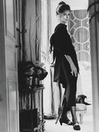 Dolores Guinness in dress of Hubert de Givenchy, photo by Henry Clarke